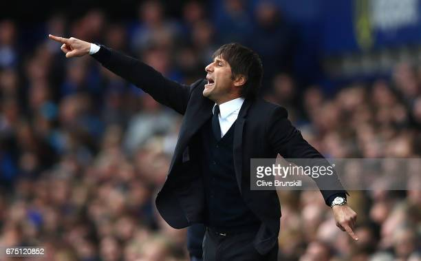 Antonio Conte Manager of Chelsea gives his team instructions during the Premier League match between Everton and Chelsea at Goodison Park on April 30...