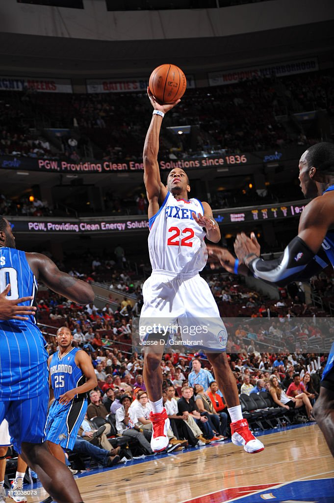<a gi-track='captionPersonalityLinkClicked' href=/galleries/search?phrase=Antonio+Daniels&family=editorial&specificpeople=201877 ng-click='$event.stopPropagation()'>Antonio Daniels</a> #22 of the Philadelphia 76ers shoots against <a gi-track='captionPersonalityLinkClicked' href=/galleries/search?phrase=Dwight+Howard&family=editorial&specificpeople=201570 ng-click='$event.stopPropagation()'>Dwight Howard</a> #12 of the Orlando Magic on April 11, 2011 at the Wells Fargo Center in Philadelphia, Pennsylvania.