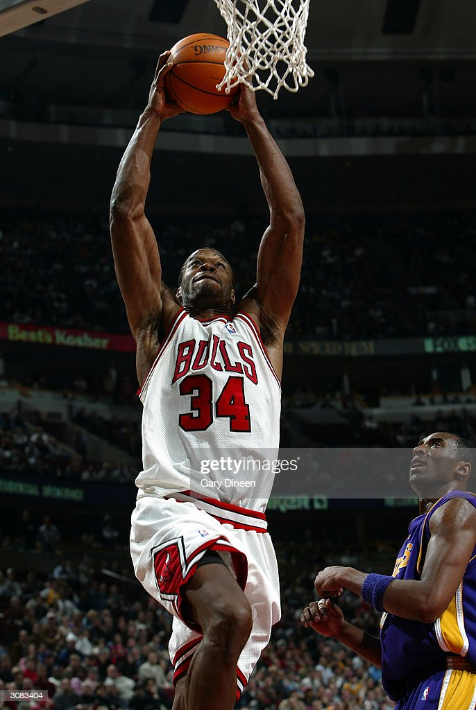 <a gi-track='captionPersonalityLinkClicked' href=/galleries/search?phrase=Antonio+Davis&family=editorial&specificpeople=201981 ng-click='$event.stopPropagation()'>Antonio Davis</a> #34 of the Chicago Bulls dunks past <a gi-track='captionPersonalityLinkClicked' href=/galleries/search?phrase=Kobe+Bryant&family=editorial&specificpeople=201466 ng-click='$event.stopPropagation()'>Kobe Bryant</a> #8 of the Los Angeles Lakers during the fourth quarter March 13, 2004 at the United Center in Chicago, Illinois.