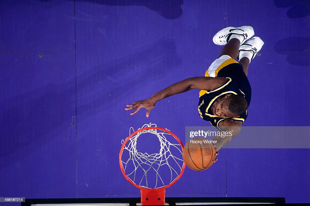 Antonio Davis of the Indiana Pacers shoots against the Sacramento Kings on January 14 1997 at Arco Arena in Sacramento California NOTE TO USER User...