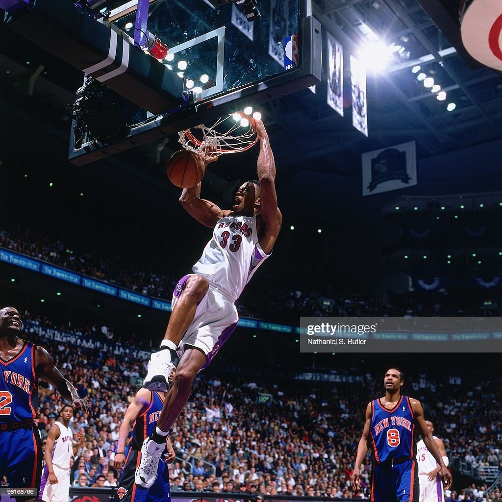 Antonio Davis of the Toronto Raptors dunks against the New York Knicks during Game Three of the 2000 Eastern Conference Quarterfinals on April 30...