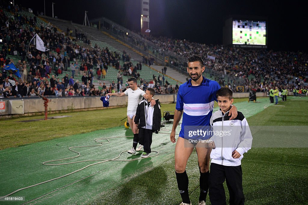 <a gi-track='captionPersonalityLinkClicked' href=/galleries/search?phrase=Antonio+Di+Natale&family=editorial&specificpeople=727545 ng-click='$event.stopPropagation()'>Antonio Di Natale</a> (L) and <a gi-track='captionPersonalityLinkClicked' href=/galleries/search?phrase=Giampiero+Pinzi&family=editorial&specificpeople=2164981 ng-click='$event.stopPropagation()'>Giampiero Pinzi</a> of Udinese celebrates after the match with his son during the Serie A match between Udinese Calcio and Sampdoria at Stadio Friuli on May 17, 2014 in Udine, Italy.
