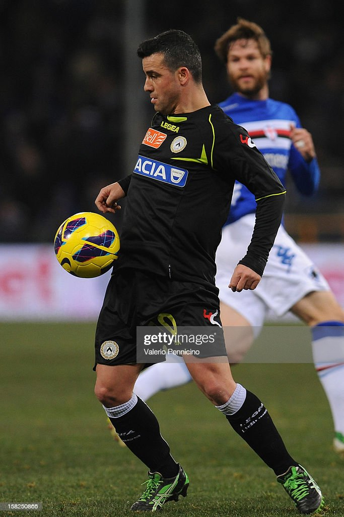 <a gi-track='captionPersonalityLinkClicked' href=/galleries/search?phrase=Antonio+Di+Natale&family=editorial&specificpeople=727545 ng-click='$event.stopPropagation()'>Antonio Di Natale</a> of Udinese Calcio in action during the Serie A match between UC Sampdoria and Udinese Calcio at Stadio Luigi Ferraris on December 10, 2012 in Genoa, Italy.