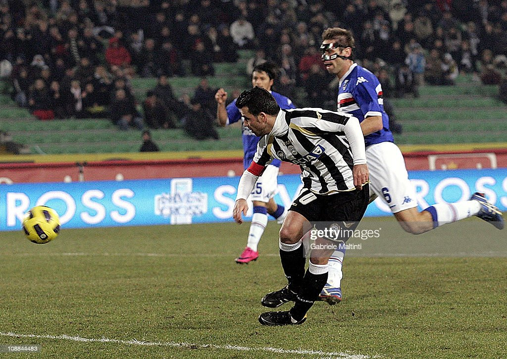 <a gi-track='captionPersonalityLinkClicked' href=/galleries/search?phrase=Antonio+Di+Natale&family=editorial&specificpeople=727545 ng-click='$event.stopPropagation()'>Antonio Di Natale</a> of Udinese Calcio scores a goal during the Serie A match between Udinese Calcio and UC Sampdoria at Stadio Friuli on February 5, 2011 in Udine, Italy.