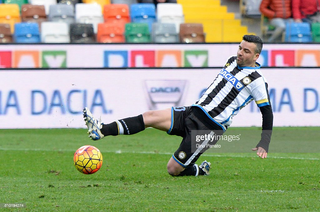 <a gi-track='captionPersonalityLinkClicked' href=/galleries/search?phrase=Antonio+Di+Natale&family=editorial&specificpeople=727545 ng-click='$event.stopPropagation()'>Antonio Di Natale</a> of Udinese inn action during the Serie A match between Udinese Calcio and Bologna FC at Stadio Friuli on February 14, 2016 in Udine, Italy.