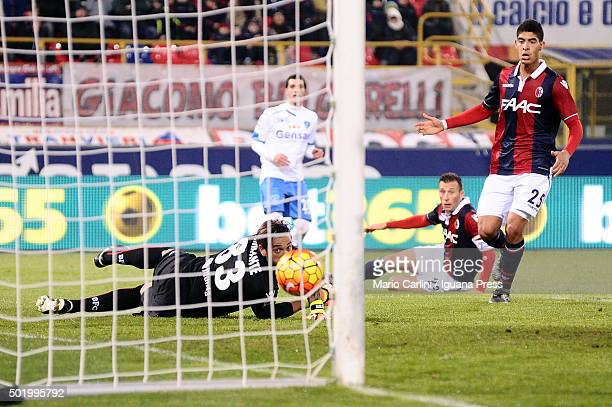 Antonio Mirante goalkeeper of Bologna FC saves his goal during the Serie A match between Bologna FC and Empoli FC at Stadio Renato Dall'Ara on...