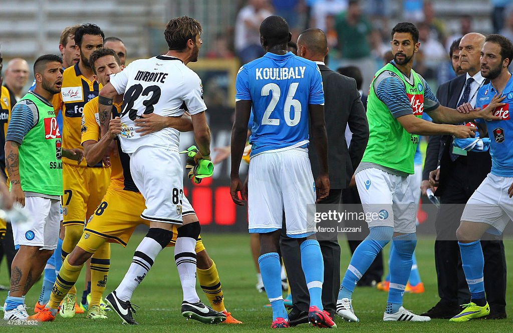 <a gi-track='captionPersonalityLinkClicked' href=/galleries/search?phrase=Antonio+Mirante&family=editorial&specificpeople=2114402 ng-click='$event.stopPropagation()'>Antonio Mirante</a> #83 of Parma FC reacts with <a gi-track='captionPersonalityLinkClicked' href=/galleries/search?phrase=Gonzalo+Higuain&family=editorial&specificpeople=651523 ng-click='$event.stopPropagation()'>Gonzalo Higuain</a> (R) of SSC Napoli at the end of the Serie A match between Parma FC and SSC Napoli at Stadio Ennio Tardini on May 10, 2015 in Parma, Italy.