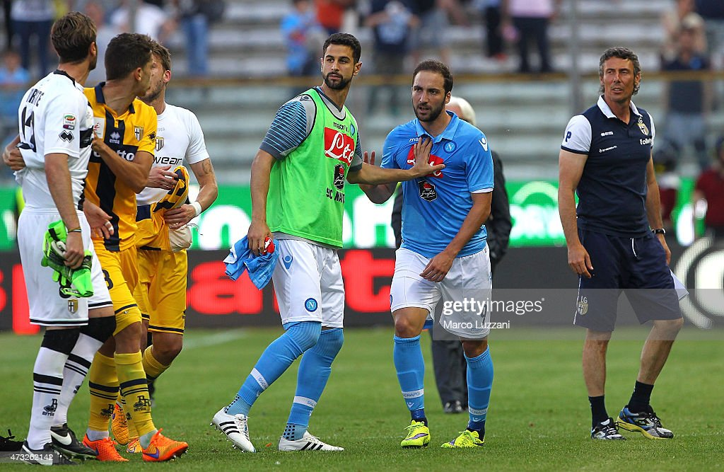 <a gi-track='captionPersonalityLinkClicked' href=/galleries/search?phrase=Antonio+Mirante&family=editorial&specificpeople=2114402 ng-click='$event.stopPropagation()'>Antonio Mirante</a> (L) of Parma FC reacts with <a gi-track='captionPersonalityLinkClicked' href=/galleries/search?phrase=Gonzalo+Higuain&family=editorial&specificpeople=651523 ng-click='$event.stopPropagation()'>Gonzalo Higuain</a> (2nd R) of SSC Napoli at the end of the Serie A match between Parma FC and SSC Napoli at Stadio Ennio Tardini on May 10, 2015 in Parma, Italy.