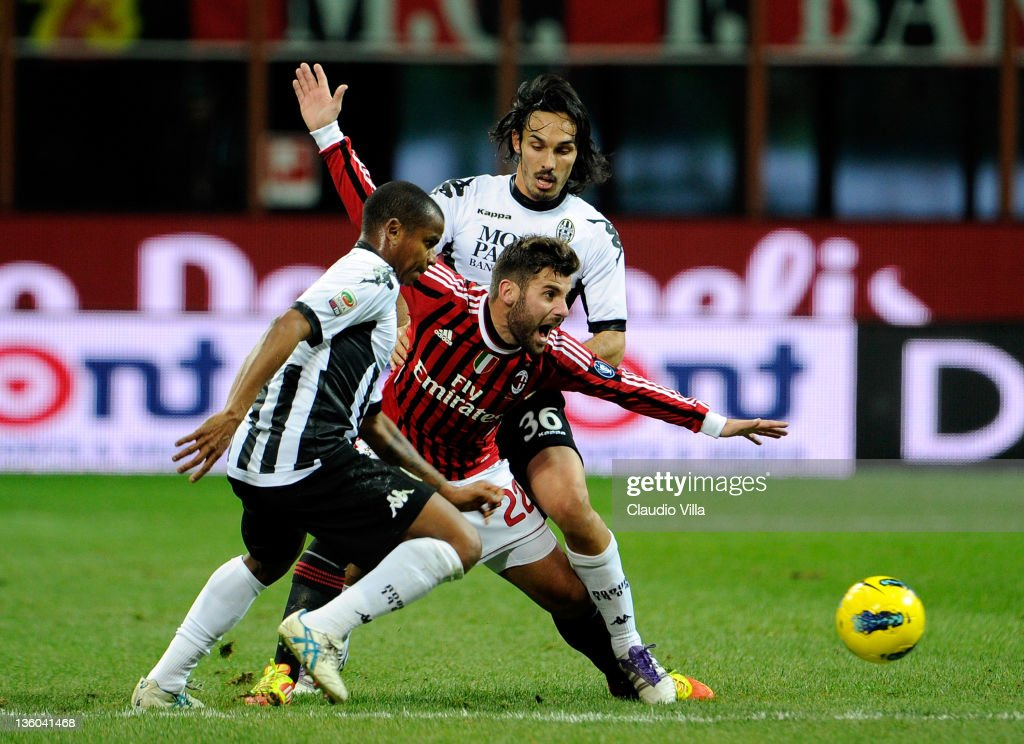 <a gi-track='captionPersonalityLinkClicked' href=/galleries/search?phrase=Antonio+Nocerino&family=editorial&specificpeople=675969 ng-click='$event.stopPropagation()'>Antonio Nocerino</a> of AC Milan and <a gi-track='captionPersonalityLinkClicked' href=/galleries/search?phrase=Francesco+Bolzoni&family=editorial&specificpeople=4410646 ng-click='$event.stopPropagation()'>Francesco Bolzoni</a> #36 of AC Siena compete for the ball during the Serie A match between AC Milan and AC Siena at Stadio Giuseppe Meazza on December 17, 2011 in Milan, Italy.