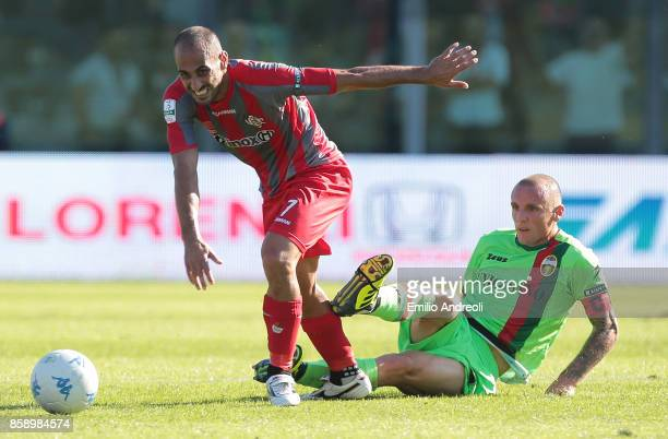 Antonio Piccolo of US Cremonese competes for the ball with Marino Giovanni Defendi of Ternana Calcio during the Serie B match between US Cremonese...