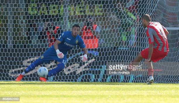 Antonio Piccolo of US Cremonese scores the opening goal during the Serie B match between US Cremonese and Ternana Calcio at Stadio Giovanni Zini on...