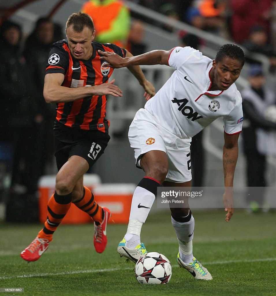 <a gi-track='captionPersonalityLinkClicked' href=/galleries/search?phrase=Antonio+Valencia&family=editorial&specificpeople=543830 ng-click='$event.stopPropagation()'>Antonio Valencia</a> of Manchester United in action with <a gi-track='captionPersonalityLinkClicked' href=/galleries/search?phrase=Vyacheslav+Shevchuk&family=editorial&specificpeople=2841601 ng-click='$event.stopPropagation()'>Vyacheslav Shevchuk</a> of Shakhtar Donetsk during the UEFA Champions League Group A match between Shakhtar Donetsk and Manchester United at Donbass Arena on October 2, 2013 in Donetsk, Ukraine.