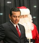 Antonio Villaraigosa mayor of Los Angeles during 'The Steve Harvey Morning Show' on 935 KDAY 2006 Holiday Toy Drive at Baldwin Hills Crenshaw Plaza...