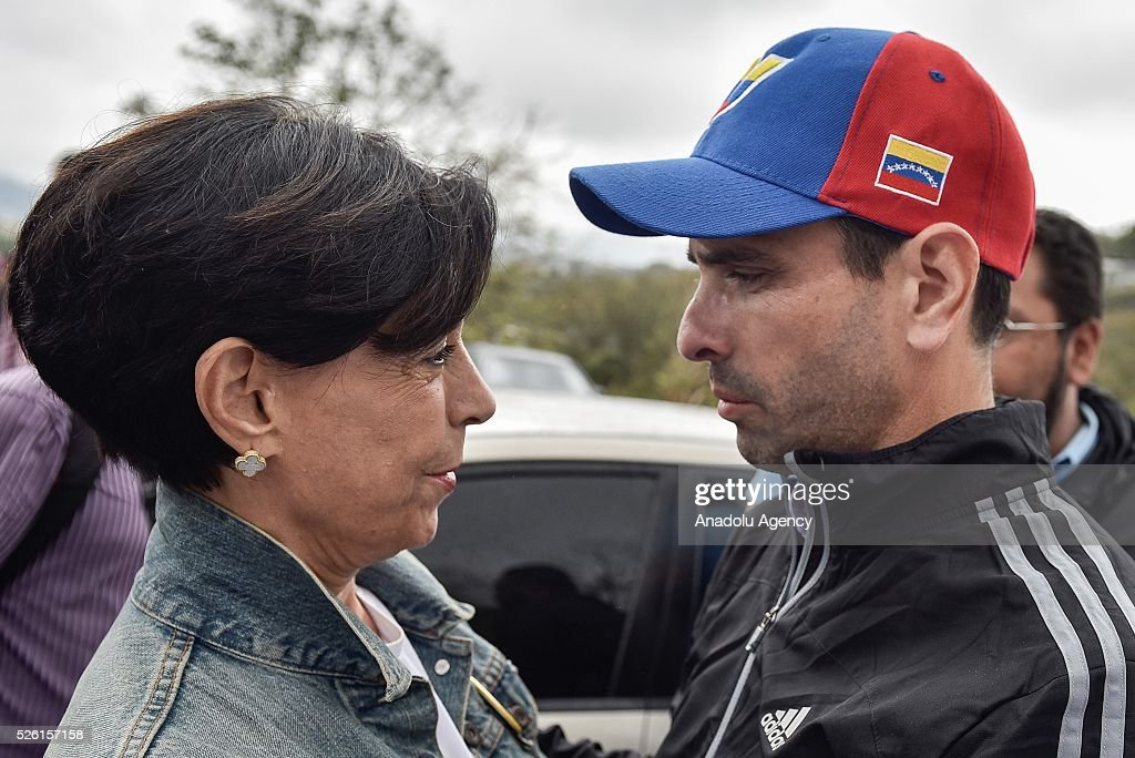 Antonioneta Mendoza (C) mother of jailed opposition leader Leopoldo Lopez hugs Governor of Miranda state Henrique Capriles (R) outside of the military prison of Ramo Verde, where her son is jailed on his 45th Birthday in Los Teques, Venezuela on April 29, 2016.