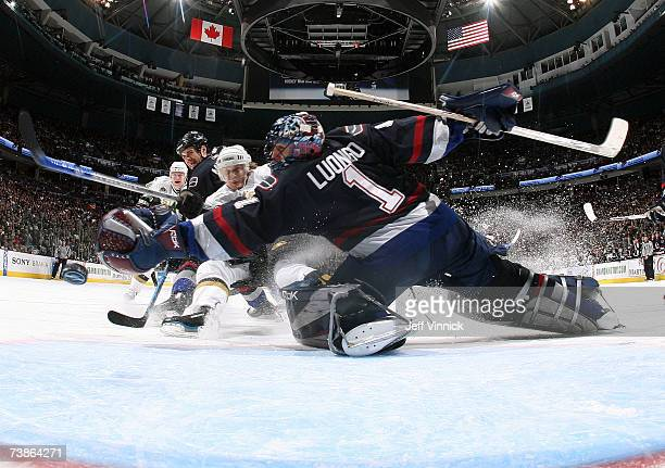 Antti Miettinen of the Dallas Stars shoots the puck past Roberto Luongo of the Vancouver Canucks for a Dallas goal as teammate Willie Mitchell looks...