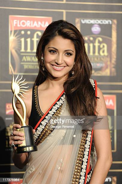 Anushka Sharma wins IIAF Award for Best Female in a Leading Role at Rogers Centre on June 25 2011 in Toronto Canada
