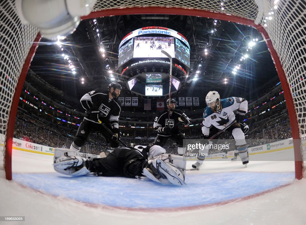 <a gi-track='captionPersonalityLinkClicked' href=/galleries/search?phrase=Anze+Kopitar&family=editorial&specificpeople=634911 ng-click='$event.stopPropagation()'>Anze Kopitar</a> #11 of the Los Angeles Kings scores a goal past <a gi-track='captionPersonalityLinkClicked' href=/galleries/search?phrase=Antti+Niemi&family=editorial&specificpeople=213913 ng-click='$event.stopPropagation()'>Antti Niemi</a> #31 of the San Jose Sharks and in front of <a gi-track='captionPersonalityLinkClicked' href=/galleries/search?phrase=Dan+Boyle&family=editorial&specificpeople=201502 ng-click='$event.stopPropagation()'>Dan Boyle</a> #22 to take a 1-0 lead during the second period in Game Five of the Western Conference Semifinals during the 2013 Stanley Cup Playoffs at Staples Center on May 23, 2013 in Los Angeles, California.