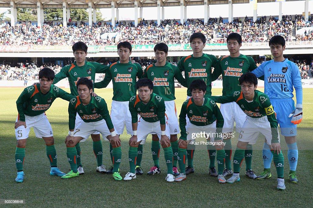 Aomori Yamada players line up for the team photos prior to the 94th All Japan High School Soccer Tournament second round match between Aomori Yamada and Seiwa Gakuen at Todoroki Stadium on January 2, 2016 in Kawasaki, Kanagawa, Japan.