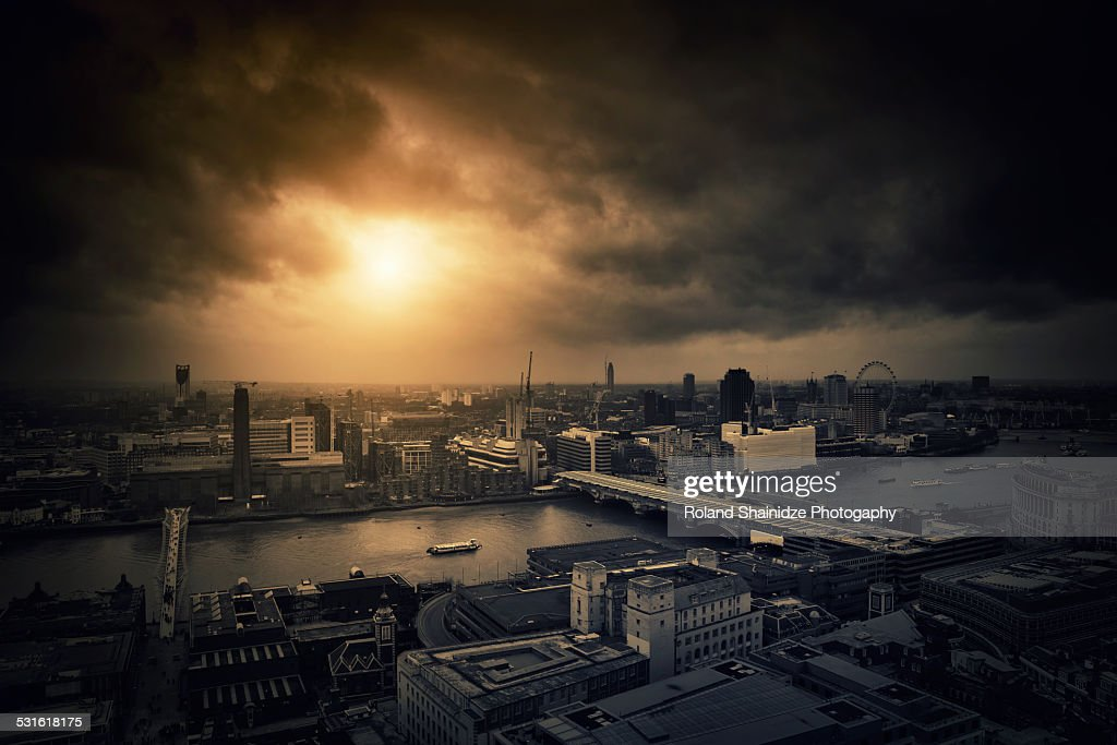 Apocalypse Under Londons sky : Stock Photo