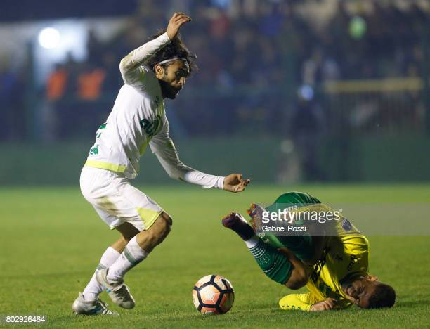 Apodi of Chapecoense fights for the ball with Nicolas Stefanelli of Defensa y Justicia during a first leg match between Defensa y Justicia and...