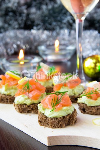 vorspeise kanapees brot mit avocado red fish lachs mit. Black Bedroom Furniture Sets. Home Design Ideas