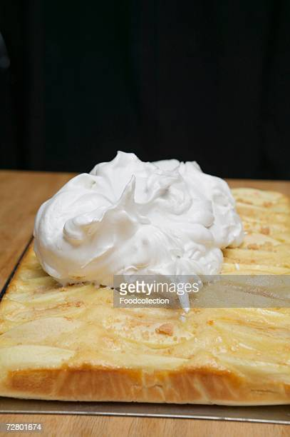 Apple cake with meringue