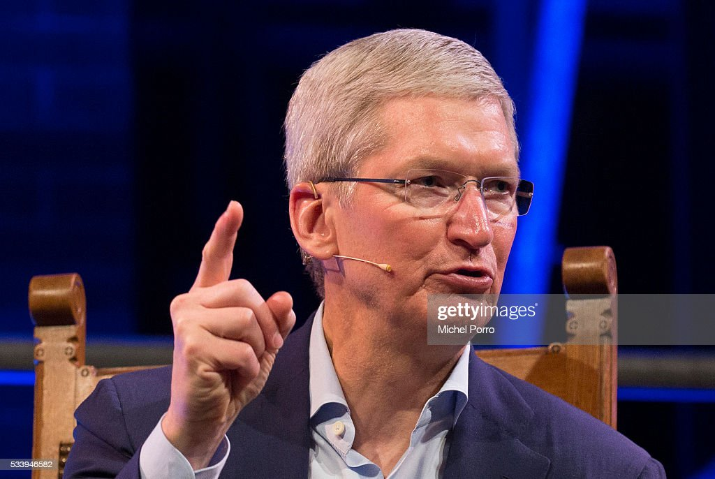Apple Ceo <a gi-track='captionPersonalityLinkClicked' href=/galleries/search?phrase=Tim+Cook+-+Executivo+de+neg%C3%B3cios&family=editorial&specificpeople=8084206 ng-click='$event.stopPropagation()'>Tim Cook</a> attends the kick-off of Startup Fest Europe on May 24, 2016 in Amsterdam, The Netherlands. The event facilitates match-making between investors and startup entrepreneurs from all over the world.