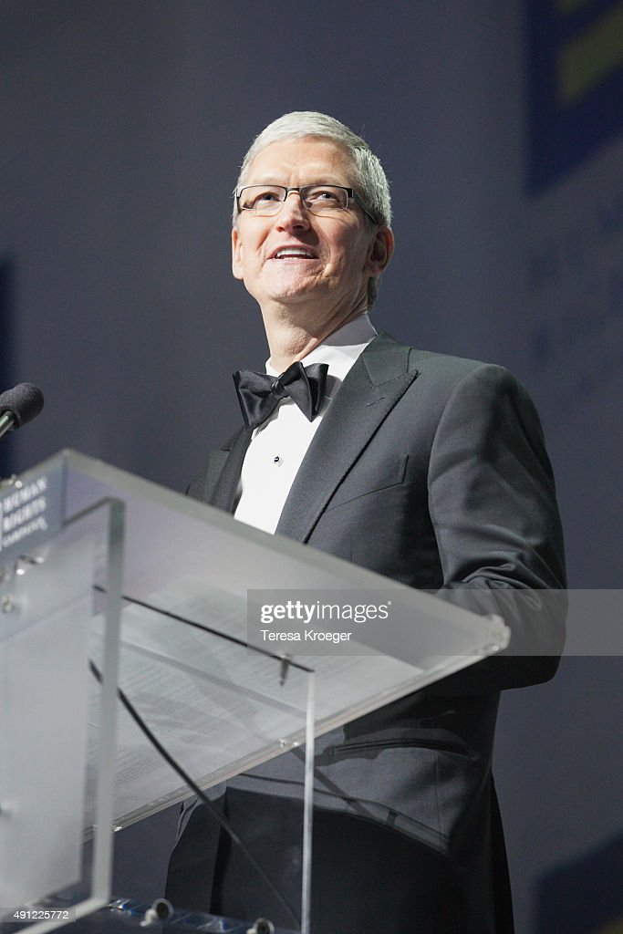 Apple CEO <a gi-track='captionPersonalityLinkClicked' href=/galleries/search?phrase=Tim+Cook+-+Director+ejecutivo+de+empresa&family=editorial&specificpeople=8084206 ng-click='$event.stopPropagation()'>Tim Cook</a> speaks at the 19th Annual HRC National Dinner at Walter E. Washington Convention Center on October 3, 2015 in Washington, DC.