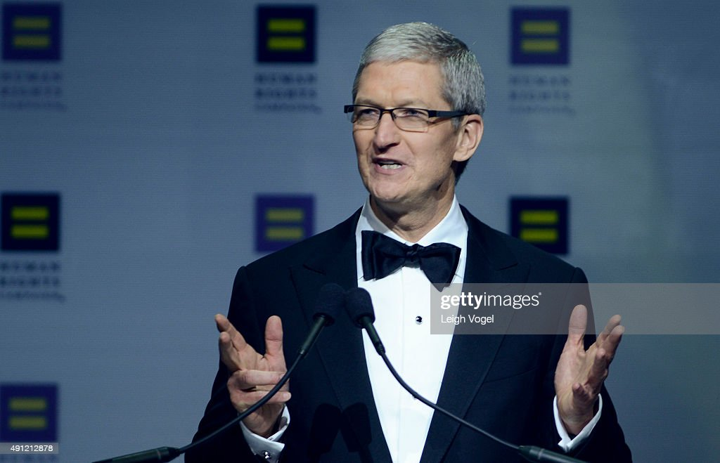 Apple CEO <a gi-track='captionPersonalityLinkClicked' href=/galleries/search?phrase=Tim+Cook+-+Director+ejecutivo+de+empresa&family=editorial&specificpeople=8084206 ng-click='$event.stopPropagation()'>Tim Cook</a> speaks during the 19th Annual Human Rights Campaign National Dinner at Walter E. Washington Convention Center on October 3, 2015 in Washington, DC.