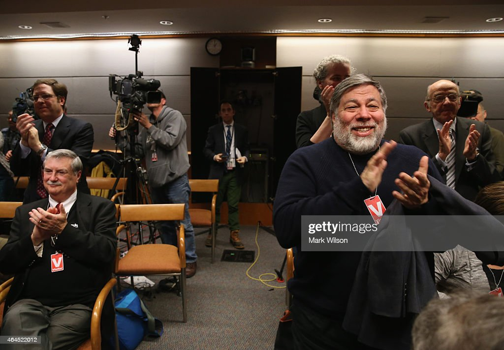 Apple Co-Founder Steve Wozniak (R) applauds after the Federal Communications Commission voted to approve Net Neutrality during a hearing at the FCC headquarters February 26, 2015 in Washington, DC. Today the FCC voted to approve regulating Internet service like a public utility, prohibiting companies from paying for faster lanes on the Internet.