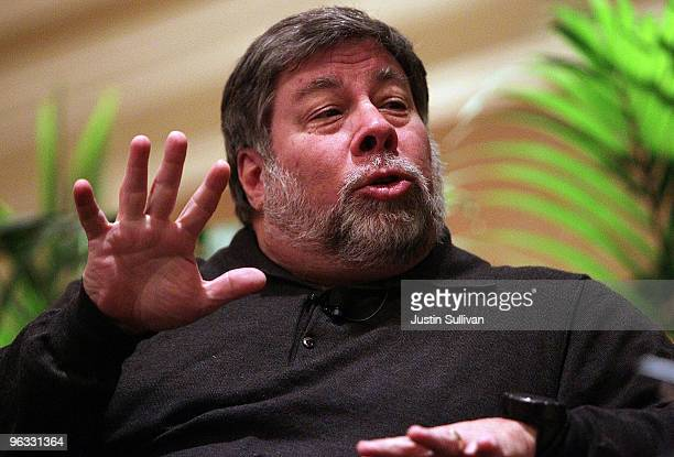 Apple Computer cofounder and philanthropist Steve Wozniak pauses while speaking at the Bay Area Discovery Museum's Discovery Forum February 1 2010 in...