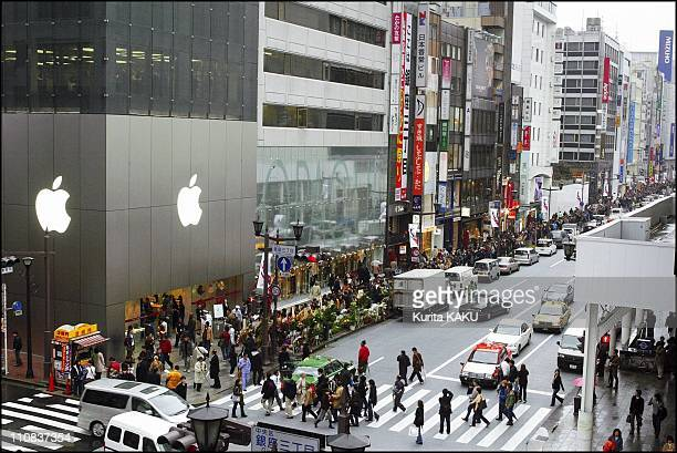 Apple Computer'S First Retail Store In Japan Opens In Tokyo'S Ginza Shopping District In Tokyo Japan On December 30 2003 Apple Store Ginza is Apple's...