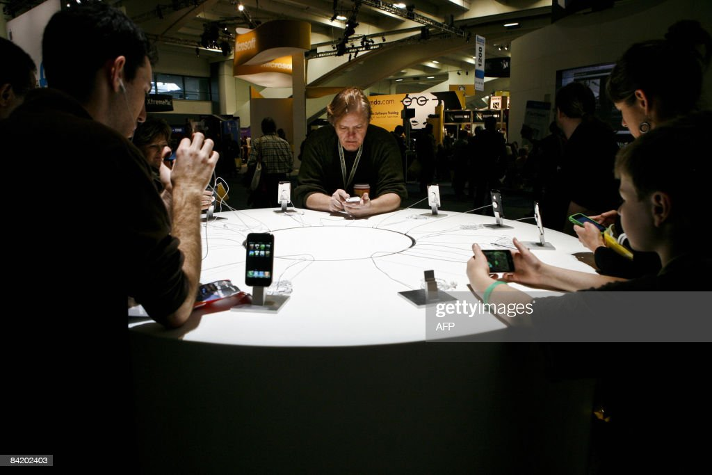 Apple consumers explore the features of various iPhone and iPod models during the Macworld Expo 2009 in San Francisco, CA, Wednesday, January 7, 2009. Tens of thousands of Macintosh consumers as well as Apple engineers and developers attended the annual technology fair where new Mac-compatible products were showcased along with the release of Apple's latest computer gadgets and software updates. AFP PHOTO / Ryan ANSON