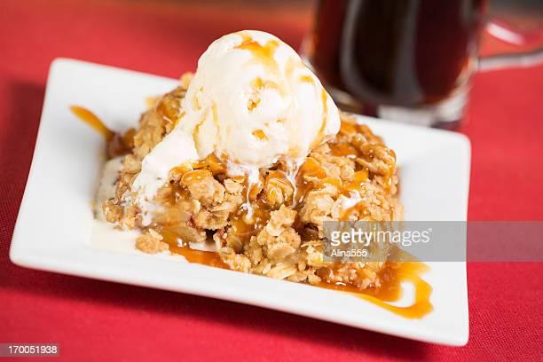 Apple crisp pie with vanila ice cream