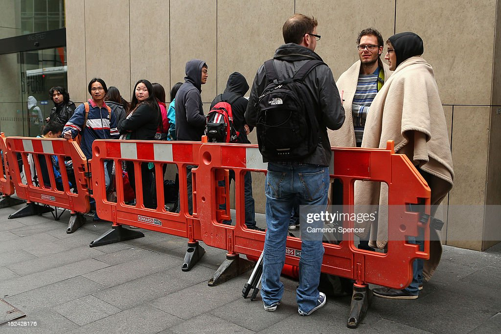 Apple fans queue to purchase the iPhone 5 smartphone at the Apple flagship store on George street on September 21, 2012 in Sydney, Australia. Australian Apple stores are the first in the world to receive and sell the new iPhone 5 handsets.