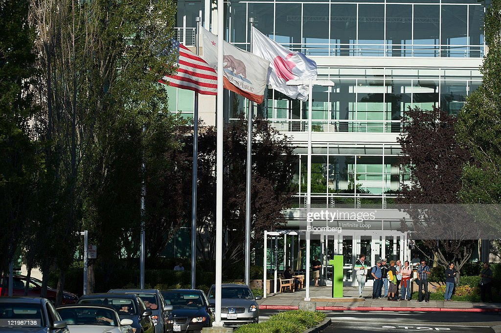 Apple Inc employees stand outside the company's headquarters in Cupertino California US on Wednesday Aug 24 2011 Apple Inc chief executive officer...