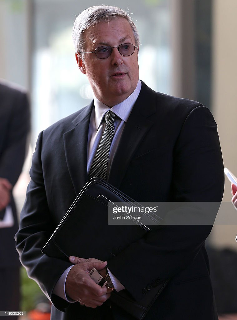 Apple Inc. general counsel Bruce Sewell prepares to enter the Robert F. Peckham Federal Courthouse on July 30, 2012 in San Jose, California. The trial in the Apple Inc. and Samsung Electronics Co. patent battle begins today at a San Jose federal courthouse to determine if Samsung illegally copied technolgy used in Apple's popular iPhone and iPads. Apple is seeking $2.5 billion in damages.