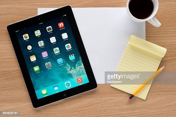 Apple iPad num worktable