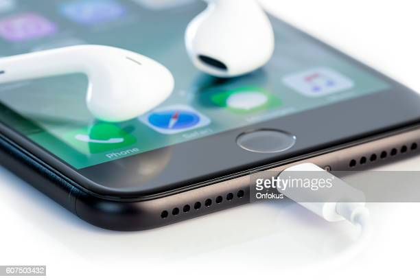 Apple iPhone 7 Plus Home Screen and New Headphones