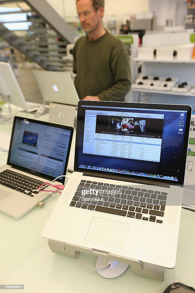 Apple MacBook Pro computers with Retina displays stand at a table at a Gravis Apple retailer on November 6, 2012 in Berlin, Germany. Apple is hoping for a strong Christmas season.