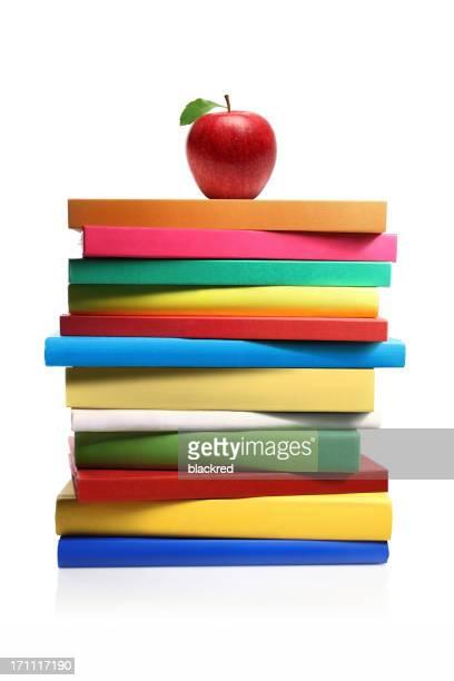 Apple sur une pile de livre