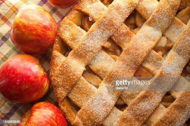Apfelkuchen mit Gittermuster Kruste