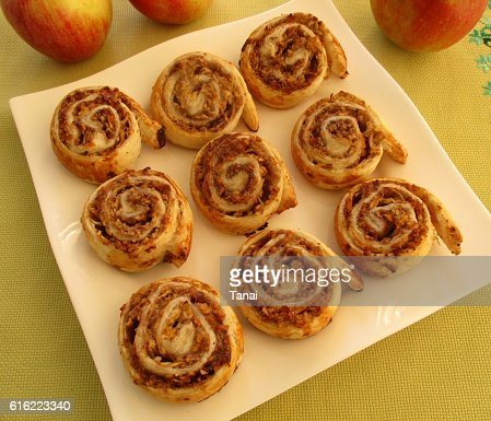 Apple rolls on square plate : Stockfoto