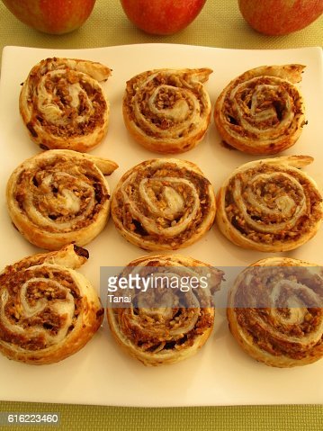 Apple rolls on square plate : Stock-Foto