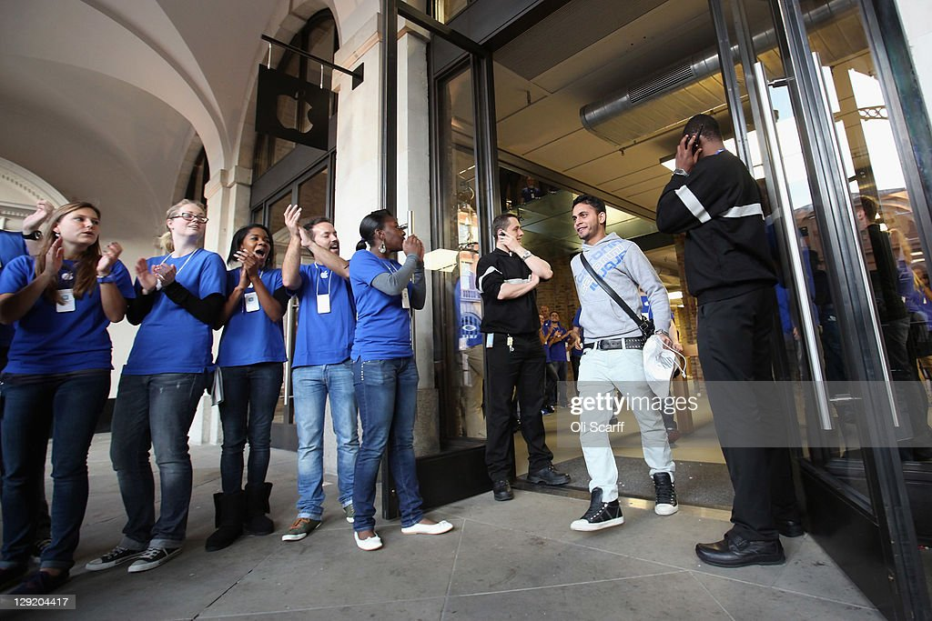 Apple staff applaud a customer as he leaves the Apple store in Covent Garden after buying an iPhone 4S on October 14, 2011 in London, England. The widely anticipated new mobile phone from Apple has seen customers queue in cities around the world for hours to be amongst the first to buy the device.