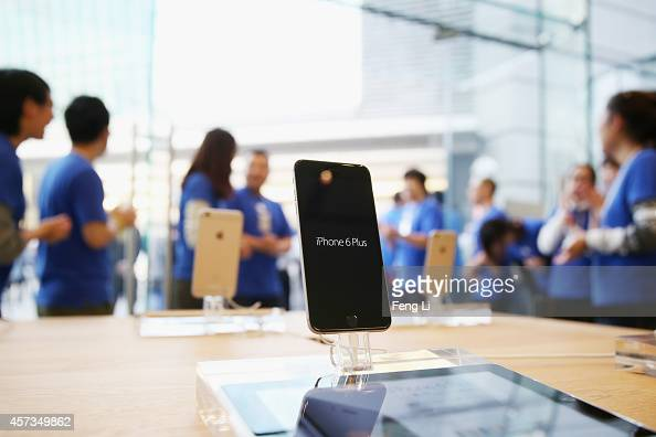 Apple store employees welcome the customers to buy iPhone 6 and iPhone 6 Plus at an Apple store on October 17 2014 in Beijing China Apple Inc began...
