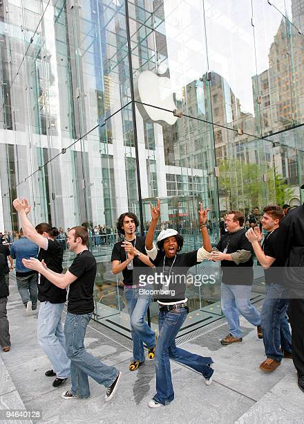 Apple Store workers cheer outside the new Apple Store in New York moments prior to the grand opening on Friday May 19 2006 Apple Computer Inc maker...