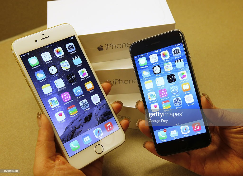 Apple's iPhone 6 and iPhone 6 Plus phones are shown together at a Verizon store in Orem Utah on September 18 2014 in Orem Utah Apples new iPhone 6's...