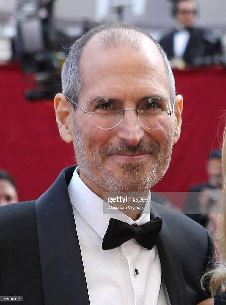 Apple's <a gi-track='captionPersonalityLinkClicked' href=/galleries/search?phrase=Steve+Jobs&family=editorial&specificpeople=204493 ng-click='$event.stopPropagation()'>Steve Jobs</a> arrives at the 82nd Annual Academy Awards held at Kodak Theatre on March 7, 2010 in Hollywood, California.