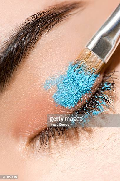 Applying eye shadow powder